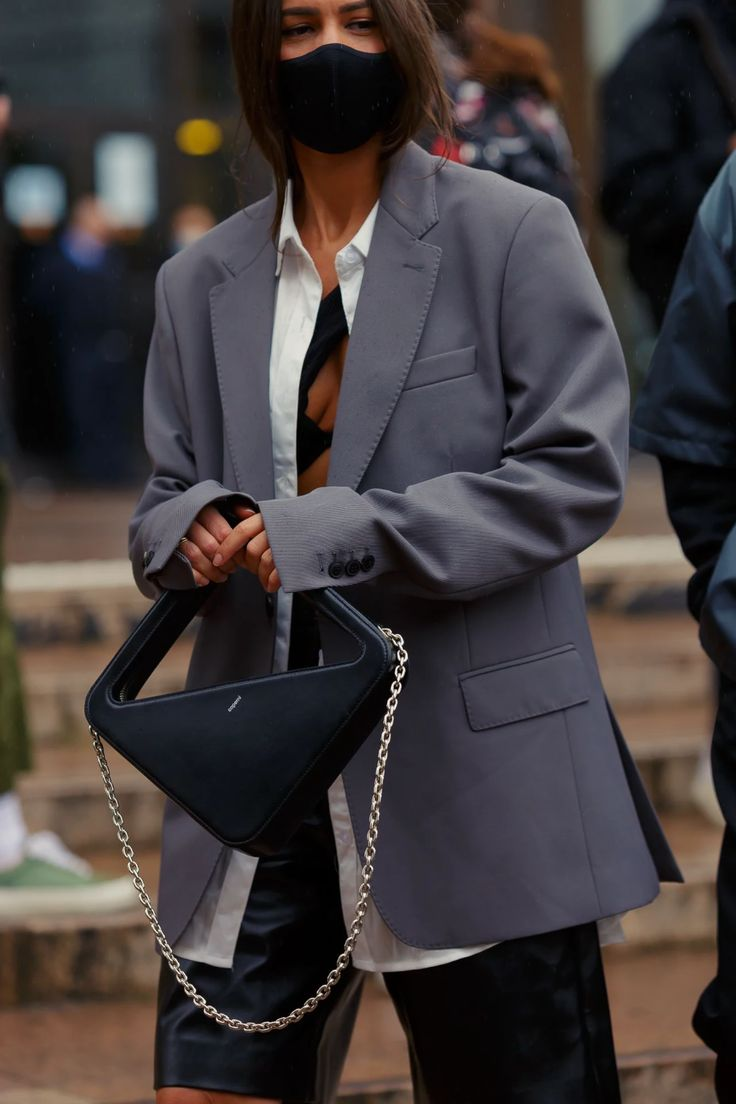 The Best Street Style From Paris Fashion Week Spring/Summer 2021 Cool Street Fashion, Paris Fashion, Girl Fashion, Autumn Fashion, Street Style, Womens Fashion, French Girl Style, French Girls, Fall Lineup