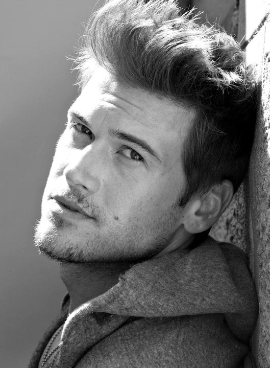 NICK ZANO hallo holly 2 broke girls