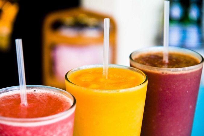 Cómo hacer smoothies saludables en casa #infografía. Descubre la manera de incorporar alimentos sanos a nuestra dieta: divertido, rico y apto para todos.