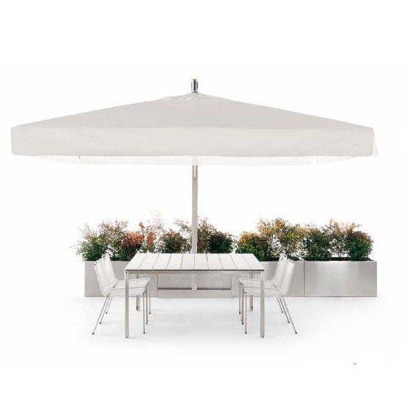 Moderne design parasol OBQ ontworpen door Stefano Gallizioli voor Coro Italia. Bijzonder geschikt voor het creeren van een hedendaagse lounge look in de tuin, het dakterras of zelfs op een jacht.  Uitgevoerd in gesatineerd rvs 316