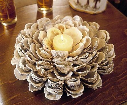 Woow, un centro de mesa hecho con ostras y velas... detalles: http://demanualidades.com/page/90/