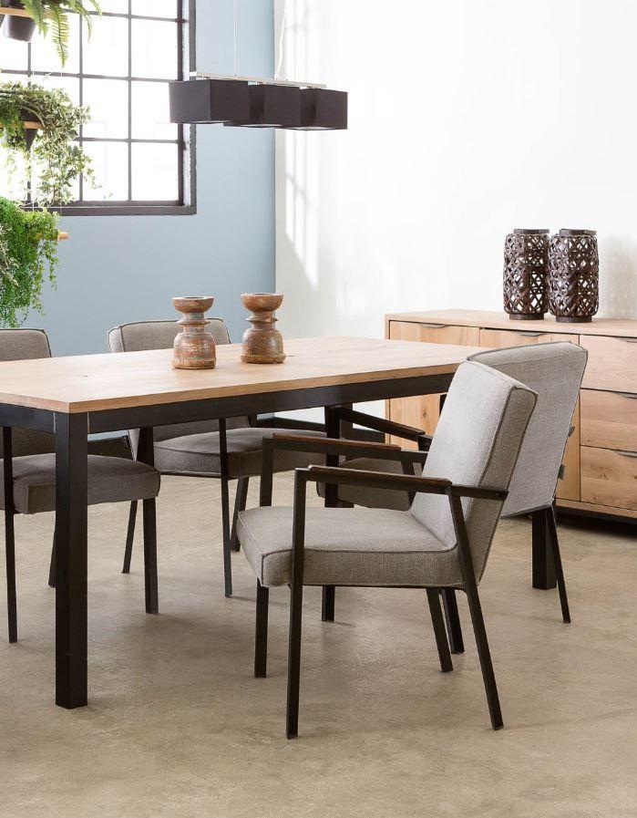 Deze linnen eetkamerstoelen passen perfect binnen de trend natuurlijk wonen. Voeg wat planten toe en je hebt een urban jungle!