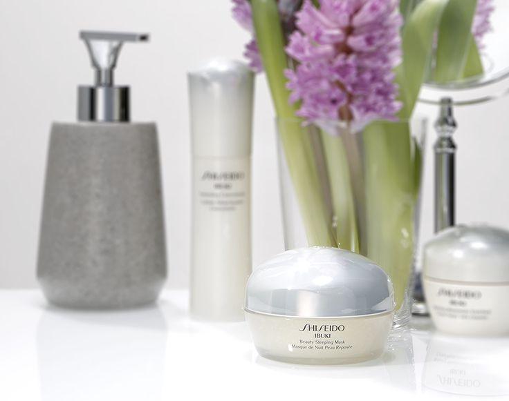 Un sonno di bellezza racchiuso in un vasetto! Beauty Sleeping Mask aiuta la pelle stressata a rigenerarsi simulando gli effetti di 8 ore di riposo! http://www.shiseido.it/product/beauty-sleeping-mask/