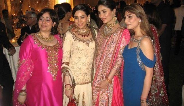 The lovely Kapoors. Karisma and Kareena Kapoor are dressed by Manish Malhotra on Kareena Kapoors wedding reception. #bollywood #wedding