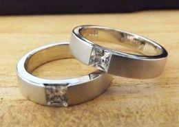 tempat pembuatan cincin kawin dan perhiasan lainnya http://cincin-kawin.com