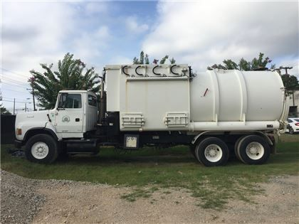 """Heavy Trucks - 1993 Ford L9000 Super Sucker Wet/Dry Industrial Vacuum Truck in Red Deer, AB"""