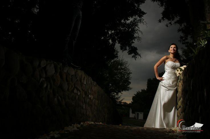 Fotografo de bodas en cali, esta bella imagen desde la Hacienda Pampalinda, http://blog.barthesfotografia.com.co/category/fotografias-de-boda-en-la-hacienda-pampalinda/
