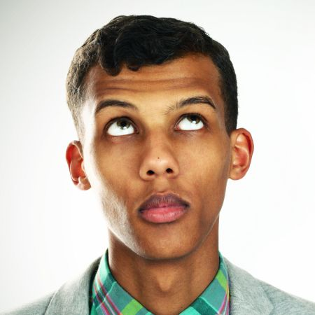Qui est Stromae? (Several clips with reading in French, plus audio & questions)