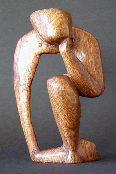 beeld hout abstract van een persoon in aparte houding houtenbeel - E1590 - beelden   objecten (sculpturen)
