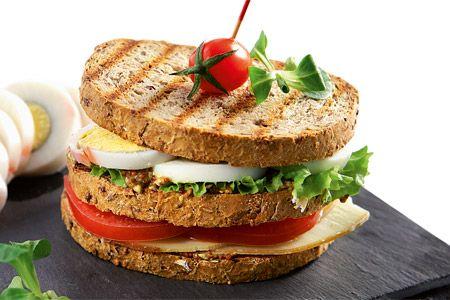 Κλαµπ σάντουιτς µε αυγά και µετσοβόνε - Συνταγές | γαστρονόμος