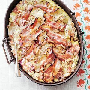 Recept - Zuurkool-ovenschotel met ham en spek - Allerhande