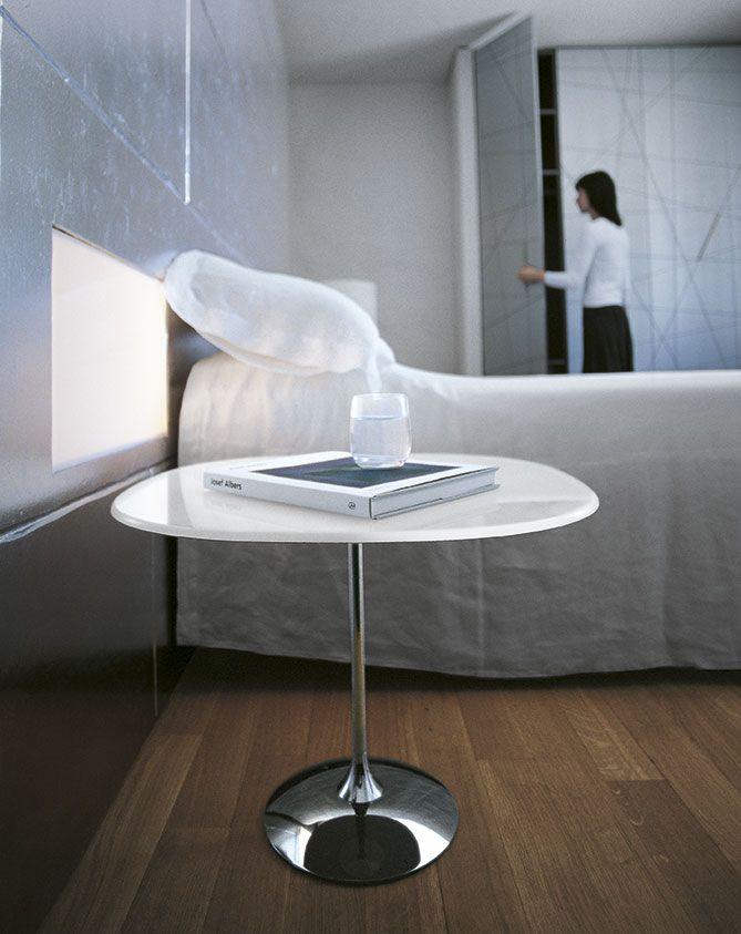 Tulip, tavolino by SOVETITALIA è progettato per offrire una stabile e sicura superfice di appoggio nella zona relax, arricchendo lo spazio circostante con il suo raffinato design.