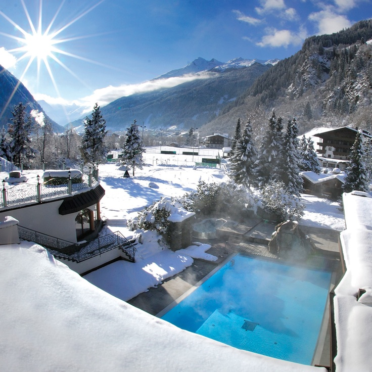 Outdoorpool im winter at hotel spa jagdhof in stubaital for Luxury hotels austria