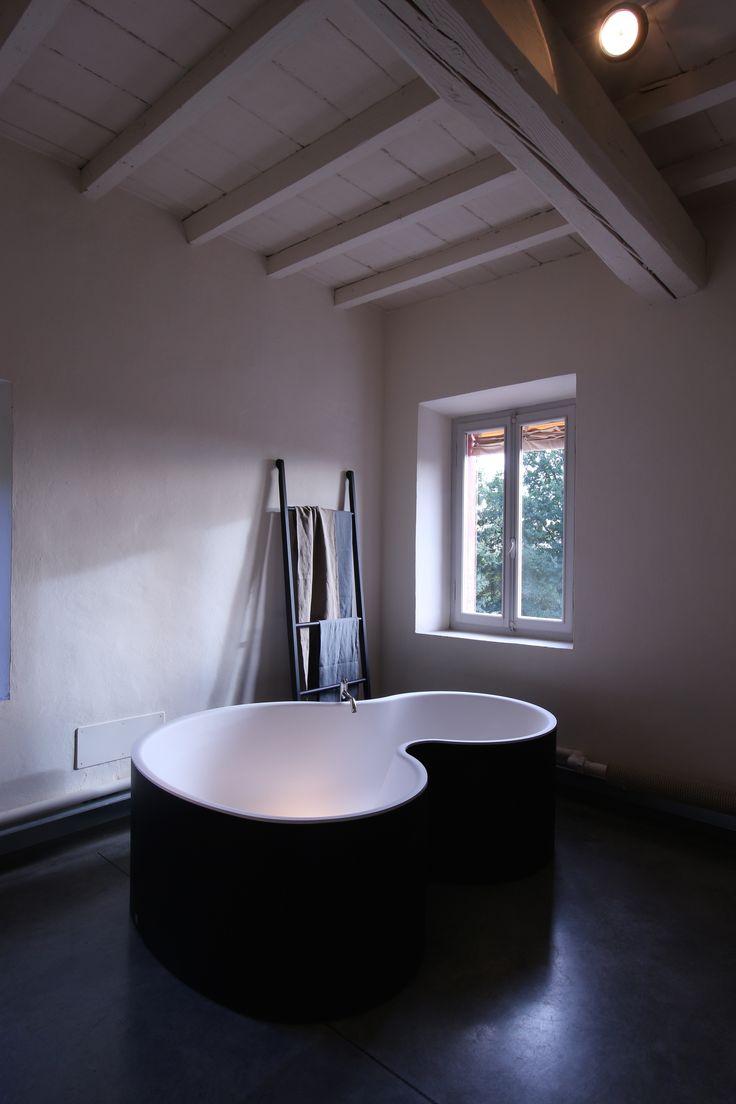 DR bathtube, Agape. Raw earth coating by Matteo Brioni srl