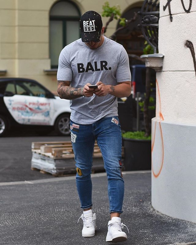 I just love these @balr T-Shirts! You can use the code 'BALRGAZAR' to get 20% off of everything on their website ❤️
