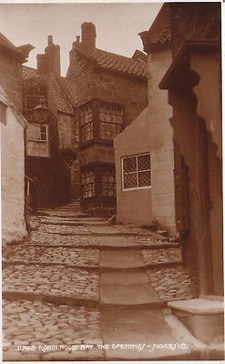 SUPERB OLD JUDGES POSTCARD - THE OPENINGS - ROBIN HOODS BAY - YORKSHIRE C.1925