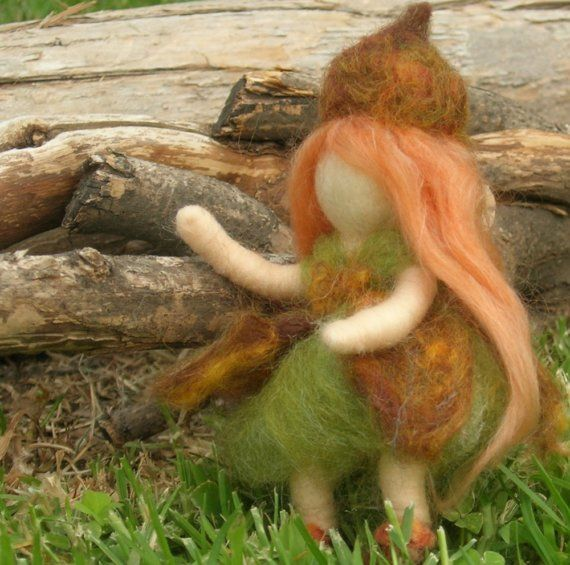 Acorn Pixie Fairy Waldorf Inspired Needle Felted Soft di Nushkie