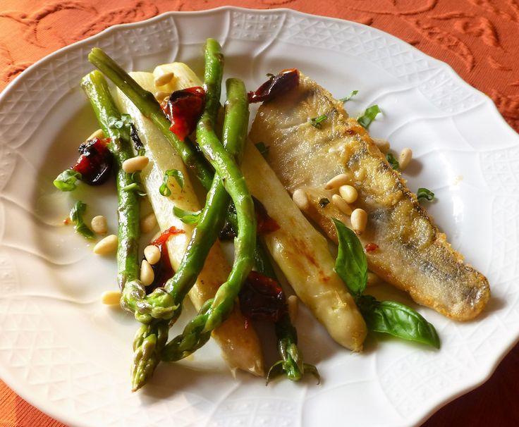 Zanderfilet mit Spargel, ein gutes Rezept aus der Kategorie Gemüse. Bewertungen: 1. Durchschnitt: Ø 3,0.