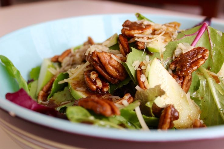 Baby Greens, Candied Pecans & Apple with Maple Balsamic Dressing
