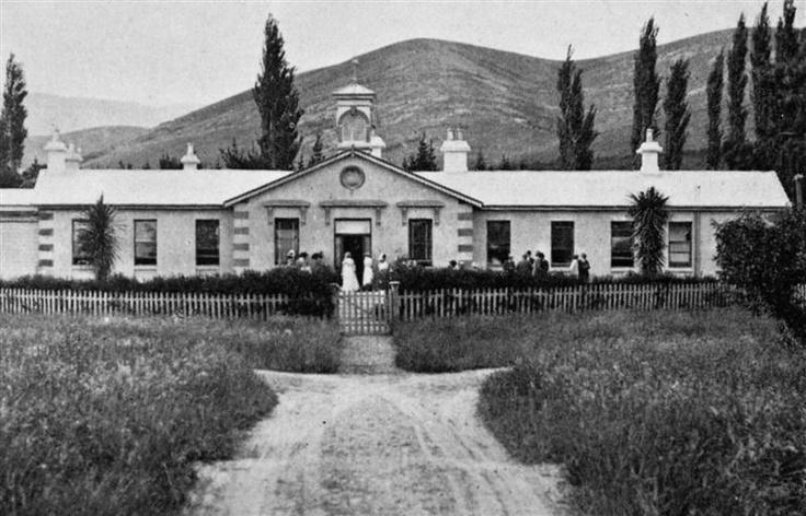 The main building at the Cromwell Hospital. - 1913.