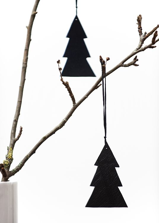 black paper xmas tree on a twig | Xmas decoration . Weihnachtsdekoration . décoration noël | Photo by Noelia Cachafeiro |