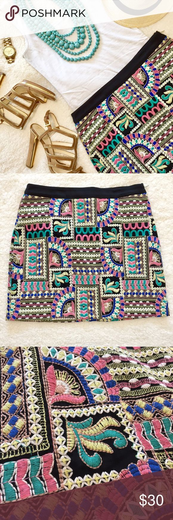 🍍NEW! Tribal Print Skirt // size medium Brand NEW never worn! True to size Medium or size 2/4. (I purchased without trying on so it's a little big on my hips-I normally wear a 0/2) ✨Pet and Smoke Free home✨ Endless Rose Skirts Mini