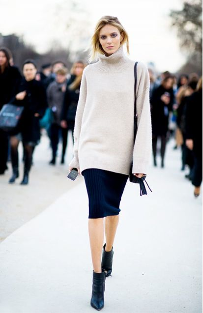 The proportions of the over sizes sweater with the fitted pencil skirt make a nice shape