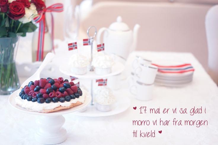 LCHF-cupcakes and LCHF-pavlova