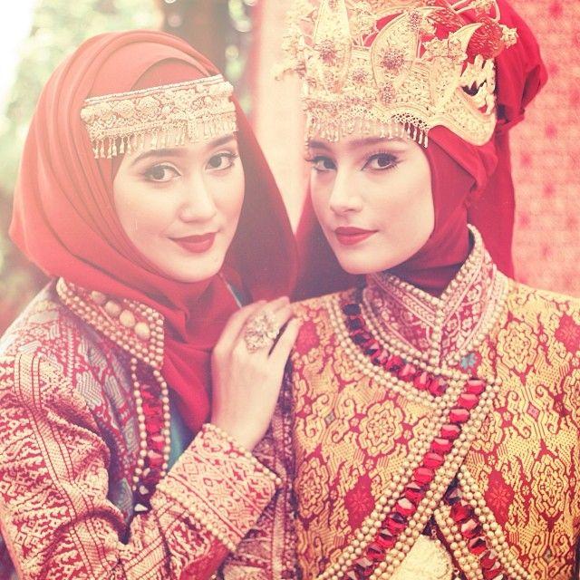 .@dianpelangi | Me and @tatjanasaphira for 'Royal Kingdom of Indonesia' makeup by @carolinase... | Webstagram