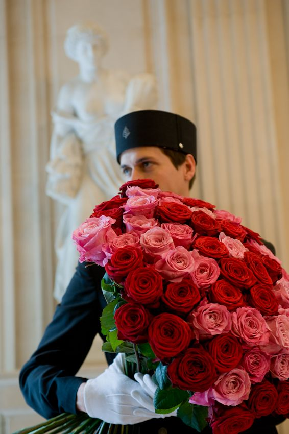 A wonderful bouquet of roses (Hotel George V)Hotels George V, Valentine Day, Four Seasons Hotel, Bouquets, Red Roses, Pink Rose, Special Delivery, Flower, Frou Frou