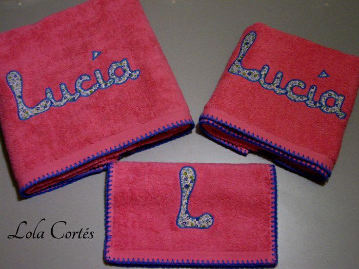 SEGUIMOS CON EL ROSA, ENCARGO PARA UNA NIÑA QUE HACE LA COMUNIÓN ¿QUÉ OS PARECE CÓMO REGALO? JUEGOS DE TOALLAS PERSONALIZADOS POR ENCARGO Más modelos en  http://www.lolacortes.com/toallas-personalizadas.html