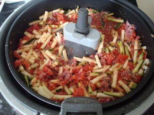 La fameuse recette du hachis camarguais de WW. J'ai eu envie de la tester dans mon actifry plutôt que de la faire au four. Et bien c'est une réussite. J'ai fait la recette pour 2 personnes. 7 PP / pers Ingrédients : - 1 oignon - 1 belle courgette - 45...
