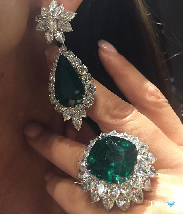 NOTHING GETS ME GREEN WITH ENVY THE #BAYCOJEWELS EMERALDS DO!!!! Simply exceptional...