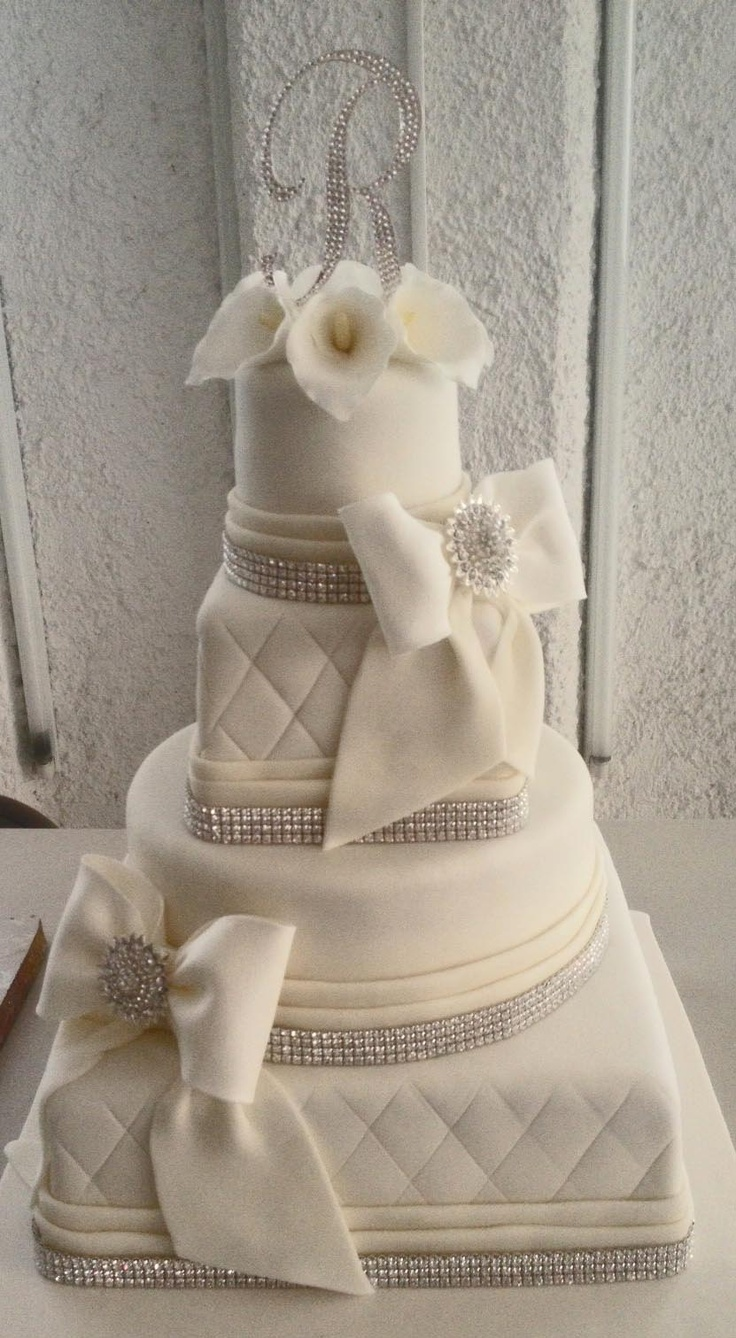 Pastel de Bodas Moños y Alcatraces Callas and Bows Wedding Cake. Cakes in Cancun and the Riviera Maya, by Arte en pastel.