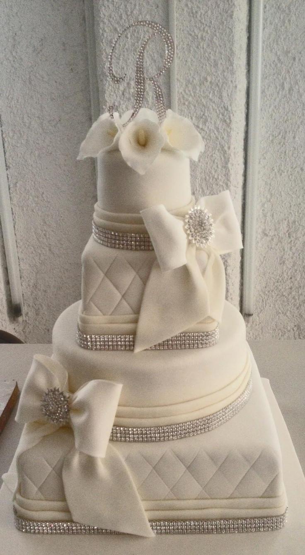Pastel de Bodas Moños y Alcatraces  Callas and Bows Wedding Cake.  Cakes in Cancun and the Riviera Maya, by Arte en pastel.