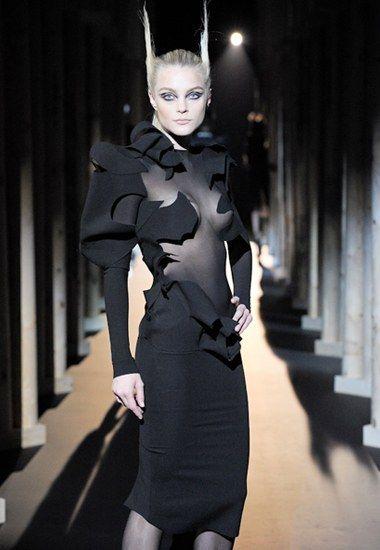 Thierry Mugler Haute Couture Metropolis,  futuristic , avant garde, Bladerunner (trend, designer, fashion, runway, designers, detail)  Posted/pinned by Stine Nordskov Hansen
