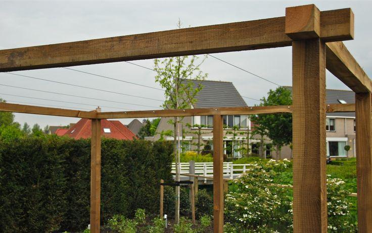 Pergola 39 s van veen tuinontwerpen maatwerk douglas hout hardhout tuinontwerp hovenier tuinaanleg - Bedekt hout pergola ...