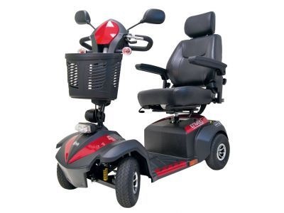 #Scootmobiel BL350 Envoy- rood Art. nr.: MS050RD-G  Betrouwbaar en veilig  Met de Envoy scootmobiel heeft u een betrouwbare comfortabele partner voor onderweg. Standaard met verlichting, mand en spiegels. De stoel is goed instelbaar en de stuurkolom kunt u traploos instellen. De wielen zijn groot met luchtbanden, samen met de vering zorgt dat voor een scootmobiel die onder alle omstandigheden een goed rijcomfort geeft.  Gebruikersgewicht tot 160 kg
