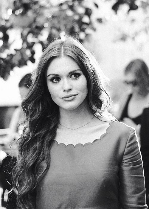《FC:Holland Roden》hey, I'm Blair, I'm a banshee, 19 and single. I love fashion and like to research. Come say hi