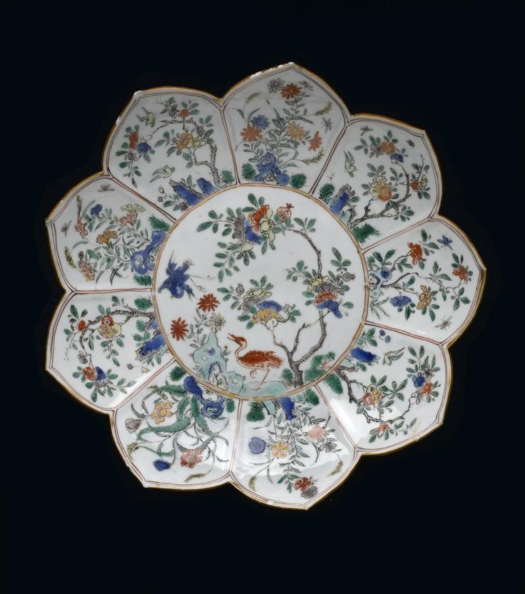 Polychrome plate, floral. China, Qing dynasty, Kangxi reign, 1662 - 1722