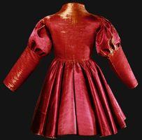 Männerrock,3. Viertel 15. Jh., Roter Satin. Bern, Historisches Museum, Inv.-Nr. 20a © Bern, Historisches Museum