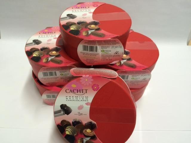 L'authentique chocolat Belge offert en 6 boîtes cadeau de 200 g Chocolat haut de gamme, importé de la Belgique. Malette contenant 6 boîtes cadeau (200 g) contenant de petites pralines de différentes saveurs.