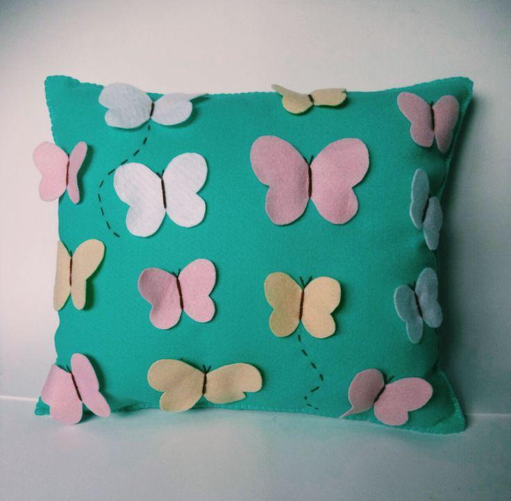 Almofada de borboletas. Butterfly cushion.
