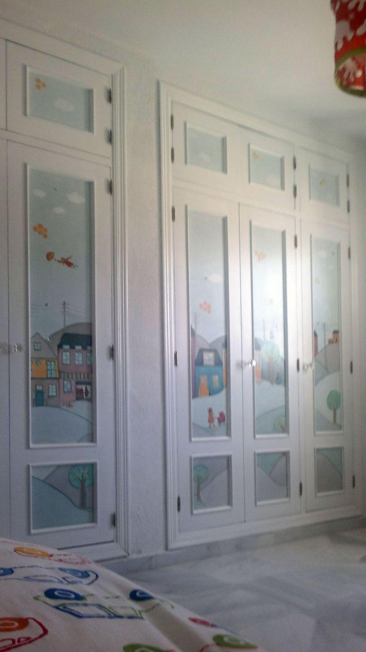 Puertas de armario pintadas a mano.