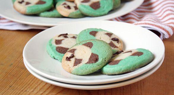 panda cookies!    http://taste-for-adventure.tablespoon.com/2012/04/19/panda-cookies/