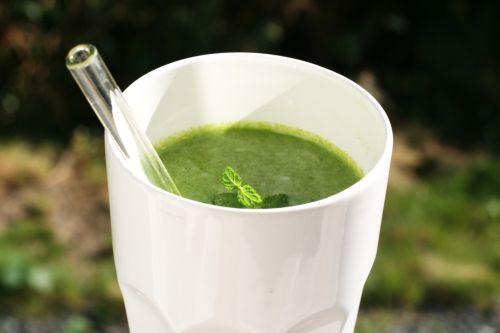 morgenstund = grønnjuice noen gode ingredienser i en grønn juice er: grønnkål selleri spina...