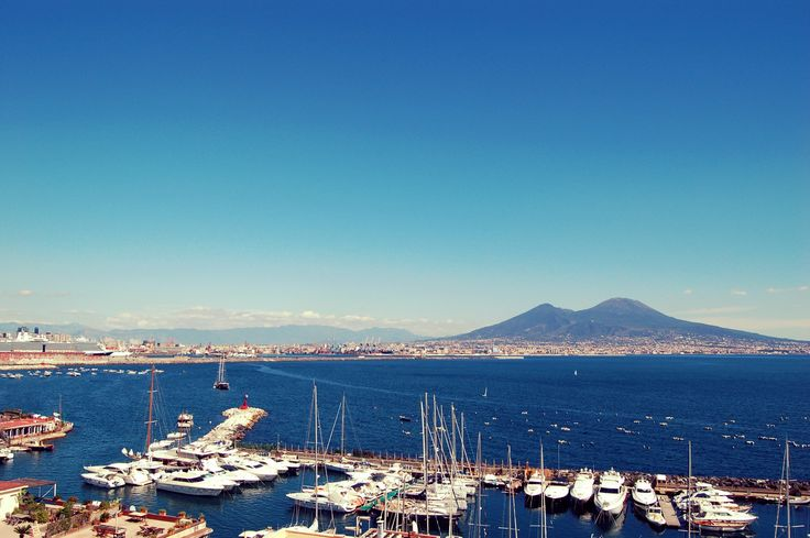 Have you ever been to the capital of Campania - Naples? It is one of the most beautiful region in the whole Italy. But first, let me show you Naples!