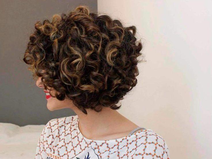 Entrevista com a vlogger Gabi Vasconcellos sobre day after para cabelos cacheados curtos. Confira o que ela faz para manter o novo corte sempre bonito! | All Things Hair - Dos especialistas em cabelos da Unilever