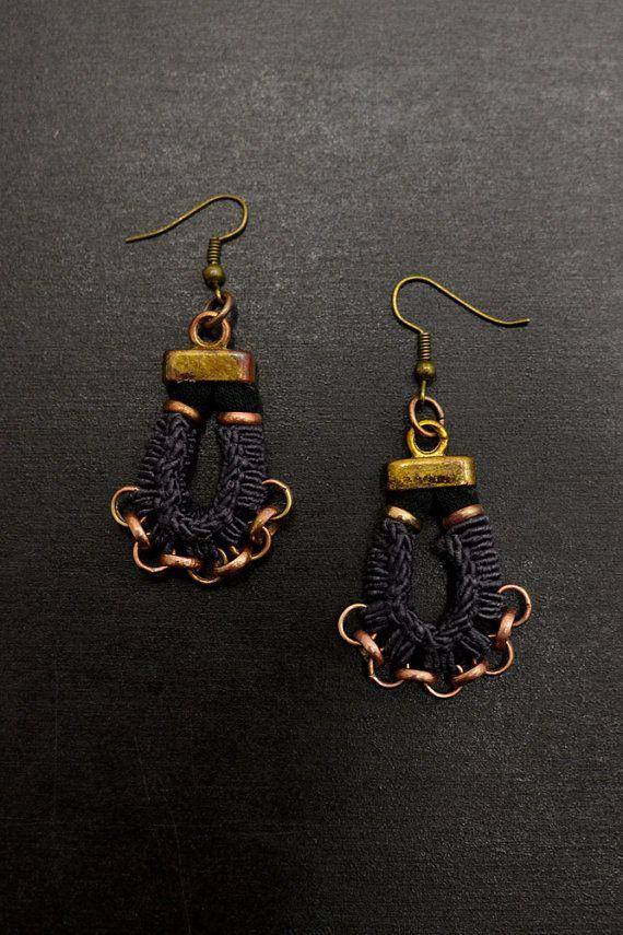 Orecchini tribali, nero orecchini, lampadari etnici, orecchini, orecchini Hippie, tessuto orecchini, orecchini Boemia del Crochet
