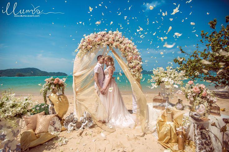 """Свадебная церемония на райском пляже Пхукета в стиле """"Золотая Венеция"""".Мы предлагаем вам различные всевозможные варианты цветовых сочетаний и стилистики!Все зависит от вашего желания, а наша команда с теплотой и индивидуальным подходом к каждой нашей паре воплотит это желание в жизнь!☎ tel +79667557000 +66842478362 ( Viber, Watsapp, Line) www.illumo-event.com"""